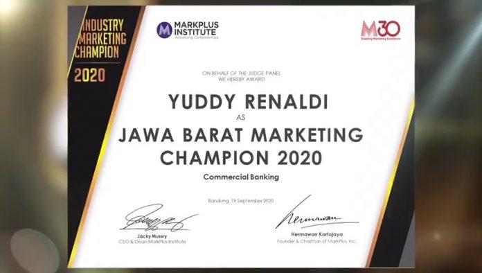 Dirut bank bjb Yuddy Renaldi Raih Penghargaan IMF ...